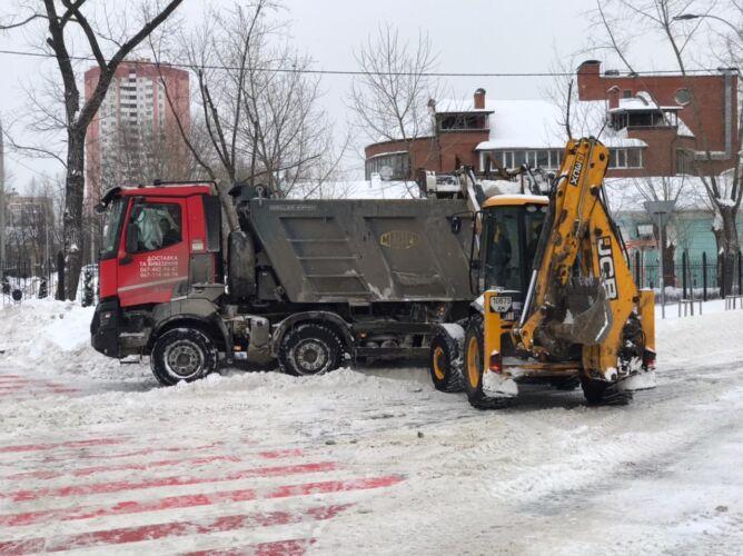 Вывоз снега спецтехникой - Трансавтогруп